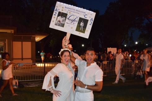 Diner en Blanc on the Memorial- Leader sign