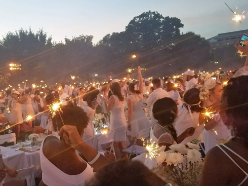 Diner en Blanc on the Memorial Sparklers