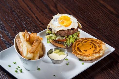 agua-301-brunch-burger2-1